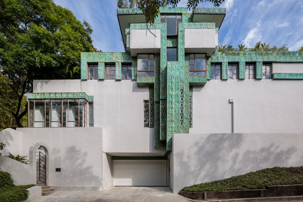 Architectual Masterpiece: Frank Lloyd Wright Jr's Samuel-Novarro House